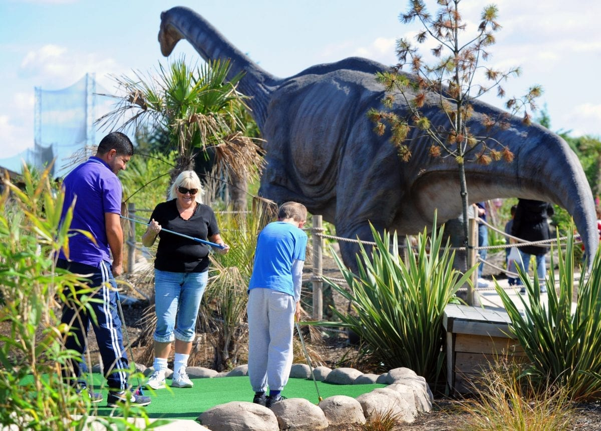 How Is Adventure Golf Different to Mini Golf?