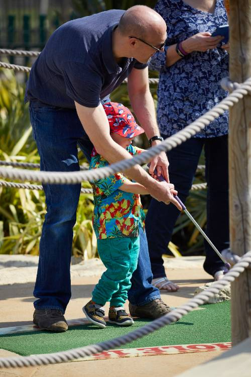 toddler-playing-adventure-golf-with-dad